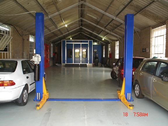 2 Post Lift & Spraybooth