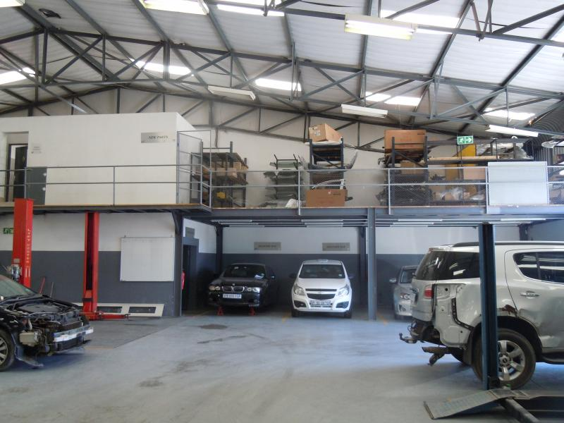 workshop delivery bay & lift hoist