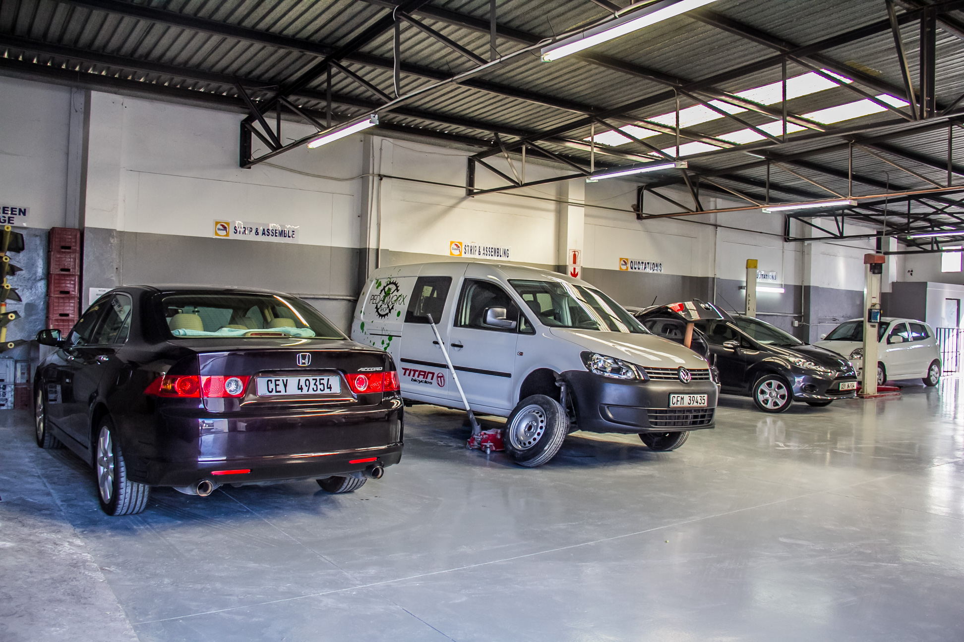 SLJ Autobody Centre Images